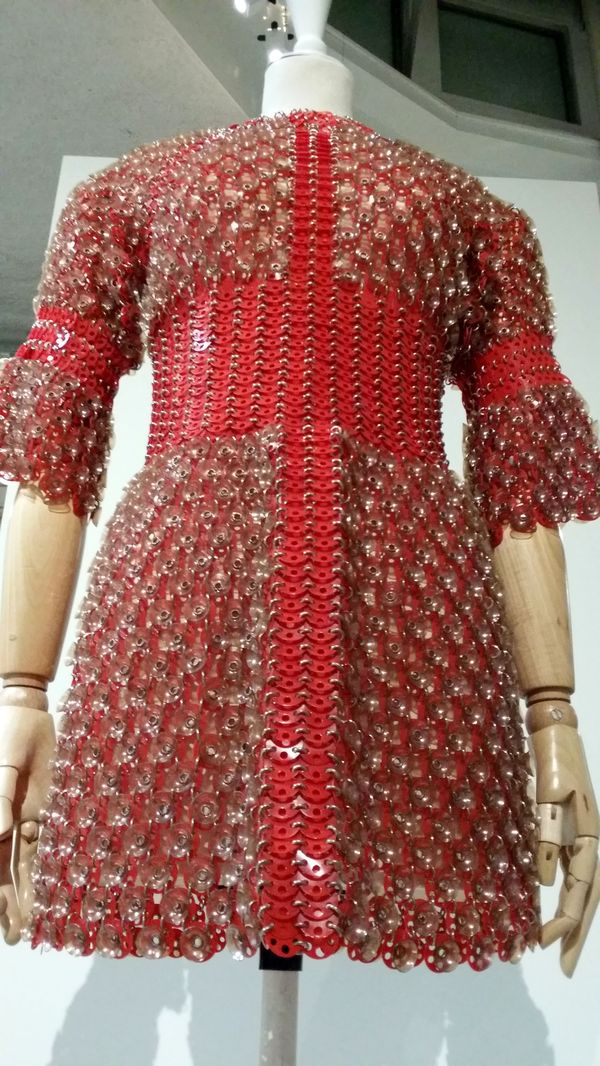 Mini Robe Paco Rabanne Haute couture 1970. Fashion Mix. Tendance Sociale. 2015