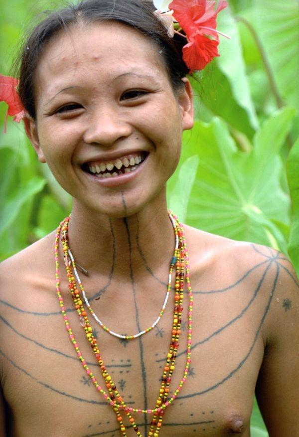 Mentawai : Beaute du corps, piege de l'ame.